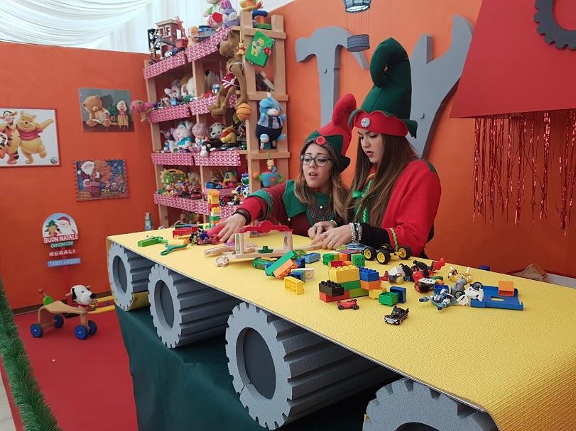 Allestimento Villaggio Di Babbo Natale.Villaggio Di Babbo Natale Allestimenti Funproject Agenzia Eventi In Tutta Italia